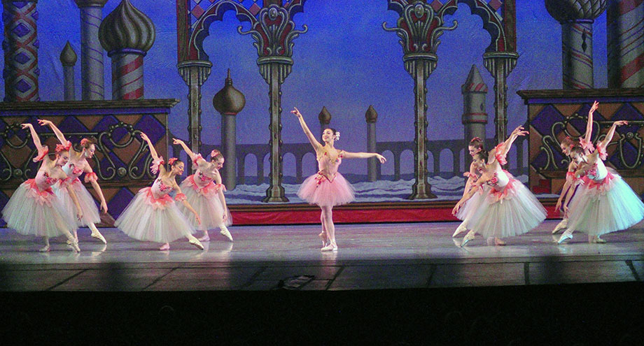 The Nutcracker Ballet - Waltz of the Flowers